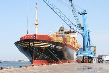 Klaipėdos uoste - galingas konteinerinis laivas