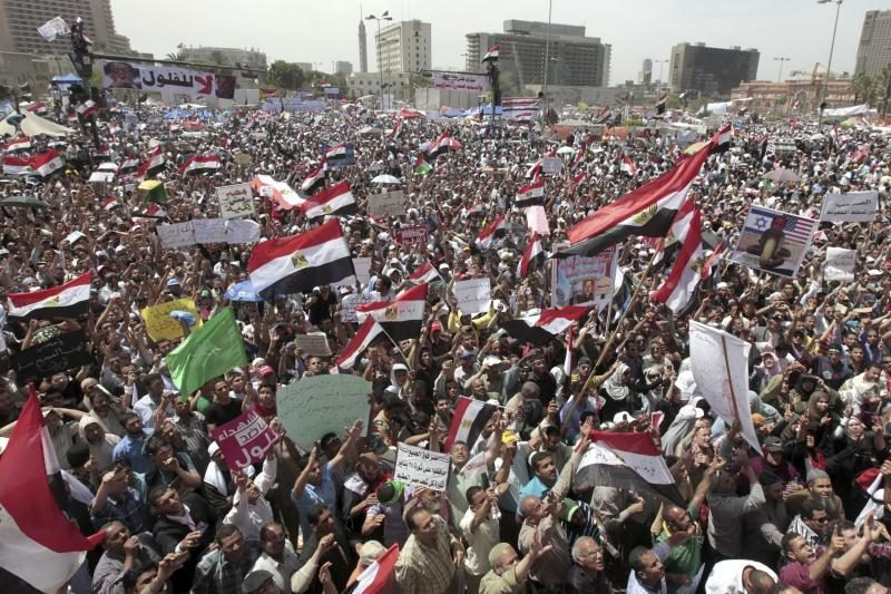 Egiptiečiai protestuoja prieš buvusio režimo liekanas