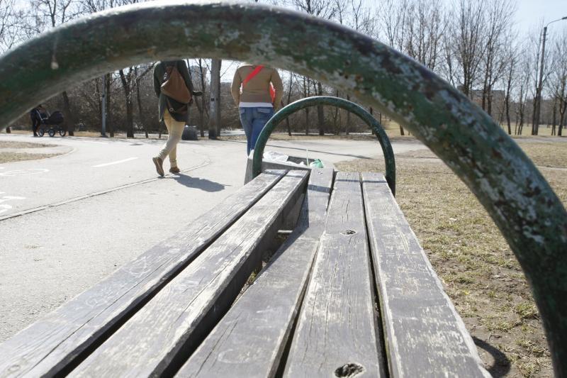 Po vaišių ant suoliuko parke klaipėdietė pasigedo vertybių