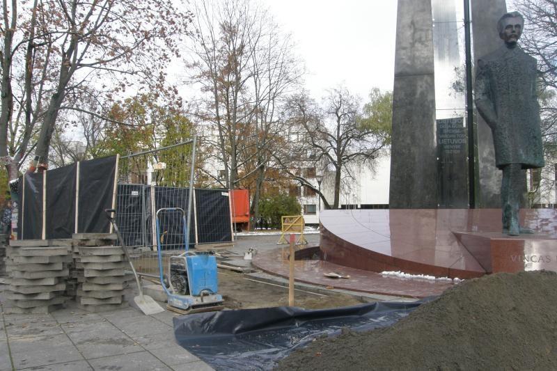 Sostinės V. Kudirkos aikštė ir vėl virto statybų aikštele