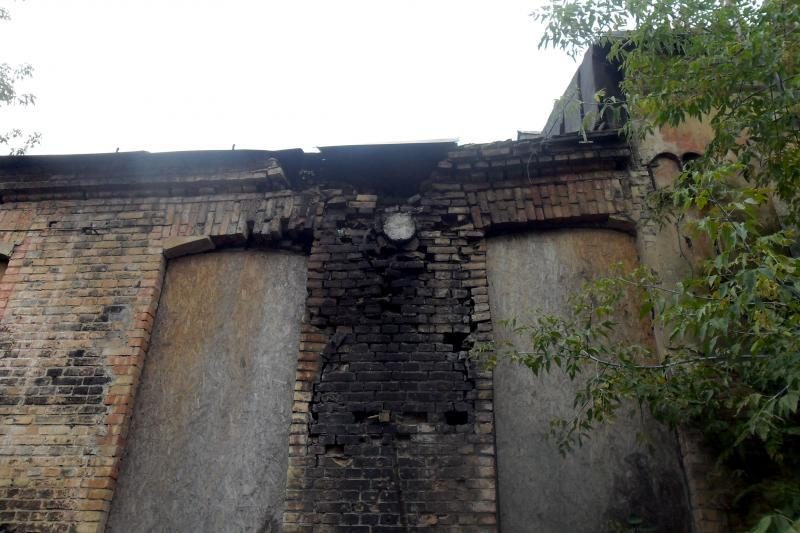 Apleistų pastatų kaimynystė: žmonės bijo, kad ant galvos nukris plyta