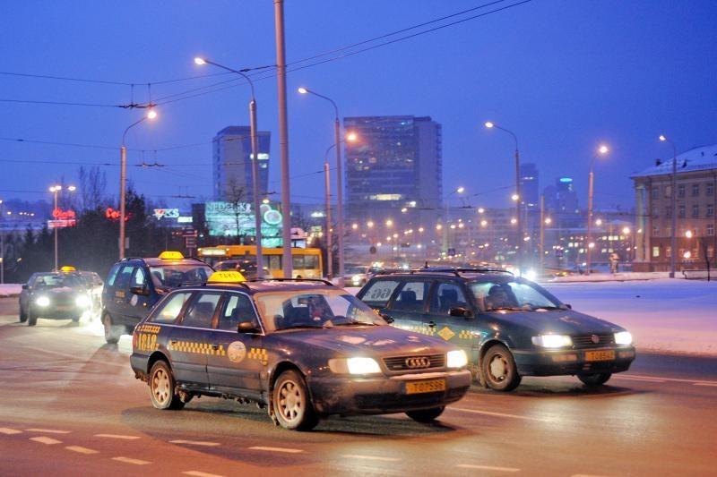 """Savivaldybės taksi įmonė pavadinta gatvės žargonu - """"Vilnius veža"""""""
