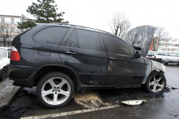 """Sudegė V.Šapranausko """"BMW X5"""""""