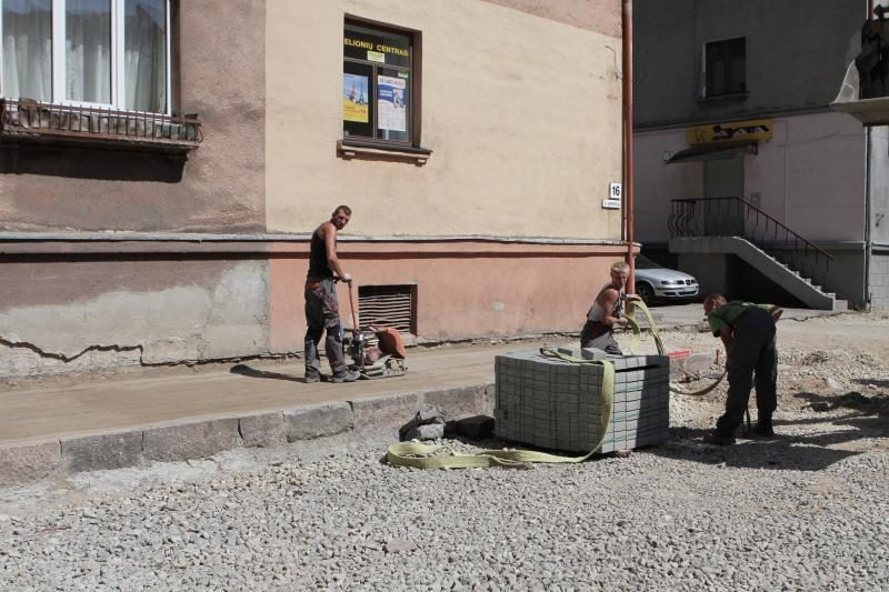 J.Janonio gatvėje pradėta kloti šaligatvius