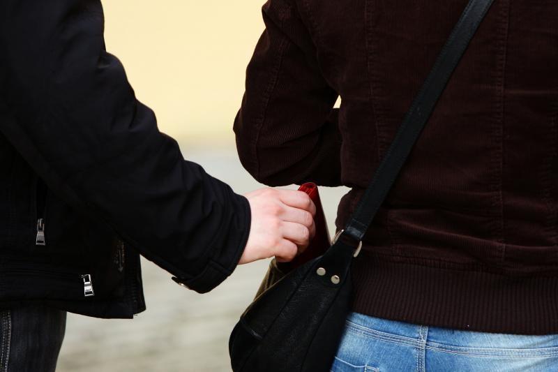 Klube susipažinęs su vaikinu klaipėdietis jį apvogė