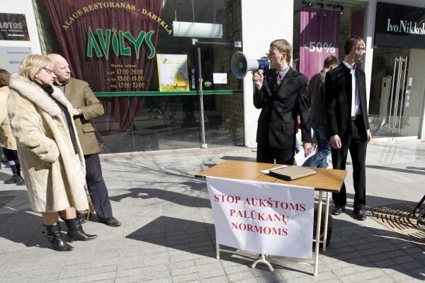 Prie Lietuvos banko - prieš aukštas palūkanas