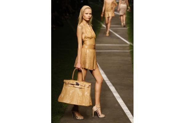 Rankinės: ką rinktis delninukę ar talpų krepšį?