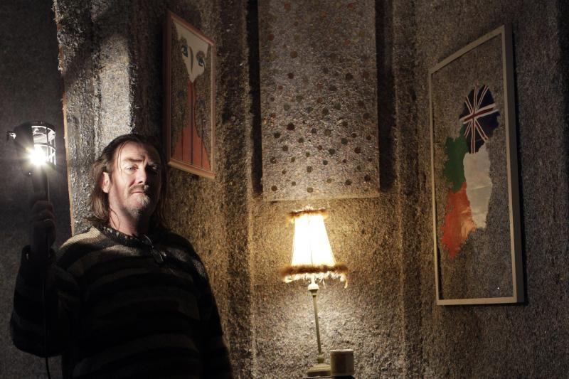 """Airis pasistatė """"milijardo eurų namus"""" iš susmulkintų banknotų"""