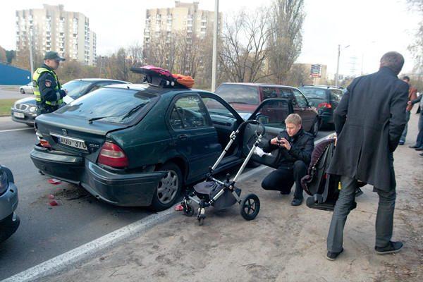 Sostinėje susidūrė keturi automobiliai, sužeistas vaikas (papildyta)