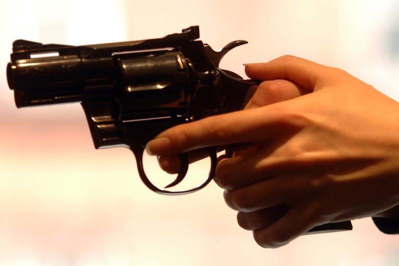 Jaunuoliai ginčus sprendžia griebdamiesi ginklų