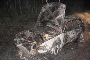 Šilutės r. sudegė kontrabandininkų mašina