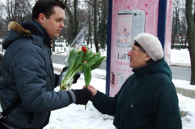 Klaipėdos moterims - gėlės iš nepažįstamųjų