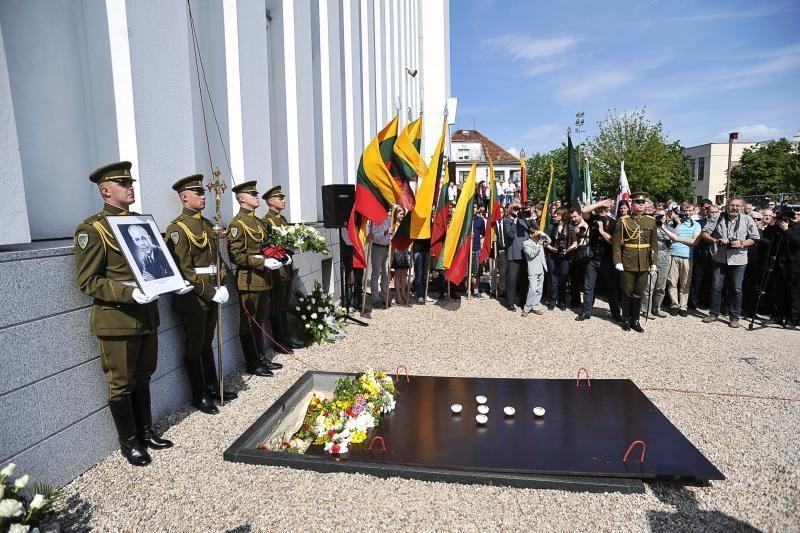 Nerimsta aistros dėl J.Brazaičio perlaidojimo Kaune