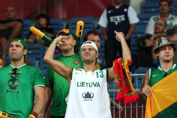 Į pusfinalį lietuviai žengė perrašydami krepšinio vadovėlius