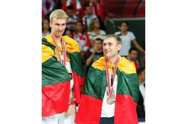 Lietuvos krepšininkų šėlsmas ant apdovanojimų pakylos