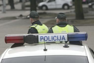 Neblaivus vairuotojas pareigūnams siūlė 60 litų