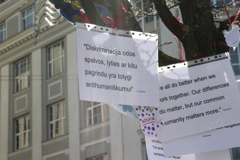 Sostinės V. Kudirkos aikštėje - spalvoti lygybės reikalavimai