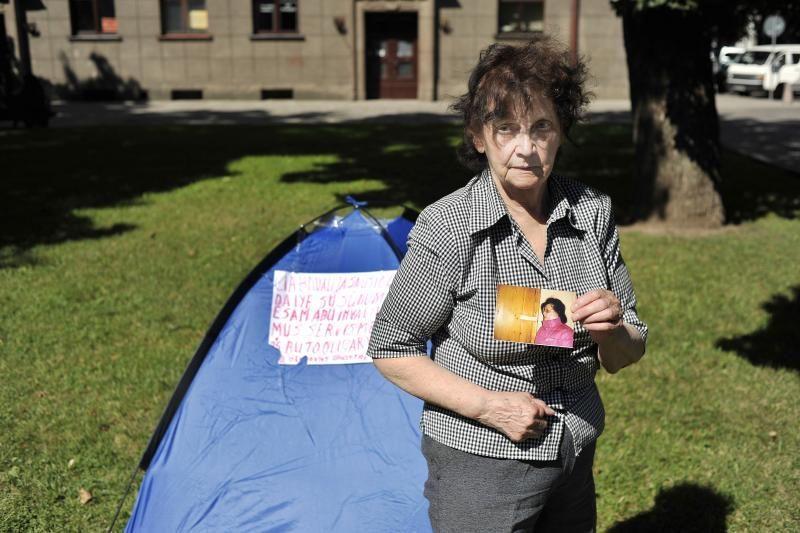 Kaunietė prie savivaldybės pasistatė palapinę ir paskelbė bado streiką