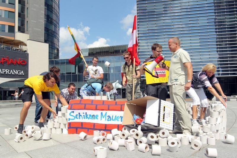 Europos aikštėje – tualetinė protesto akcija