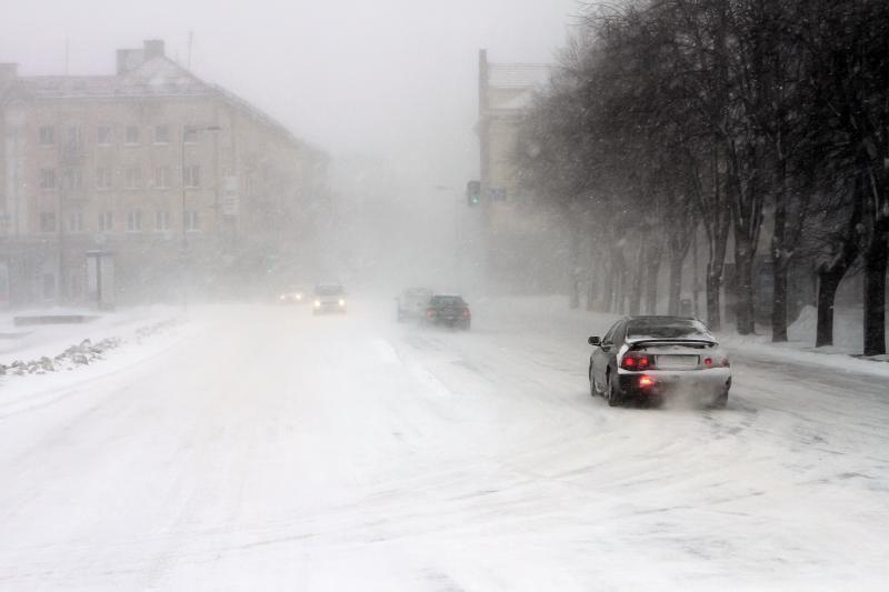 Vakarų Lietuvoje ant kelių - sniego sluoksnis, įspėja kelininkai