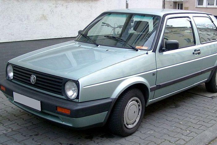 """""""Volkswagen Golf"""" gimtadienis: per 35 metus šešis kartus naujas"""