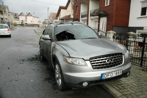 Klaipėdoje užgesintas automobilis