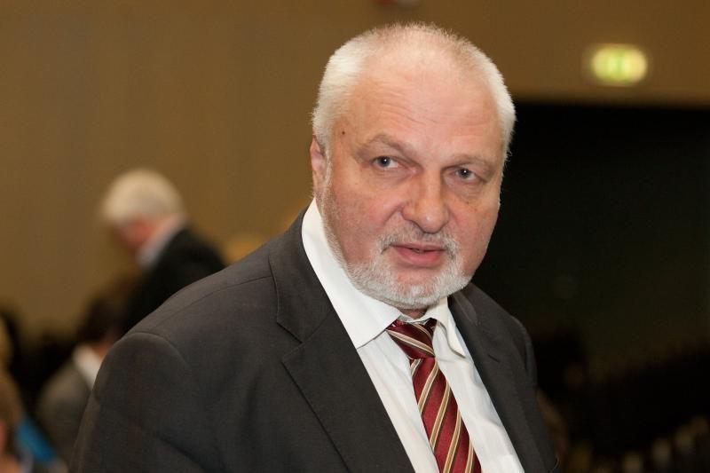 """""""Snore"""" indėlį turėjo Seimo opozicijos lyderio V.Mazuronio motina"""