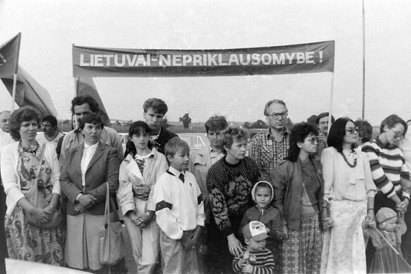 """Šiemet minimas """"Baltijos kelio"""" dvidešimtmetis"""
