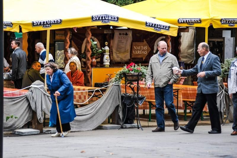 Rudens mugėje – dobilų alus, daržovių kilimai ir šakočio dalybos