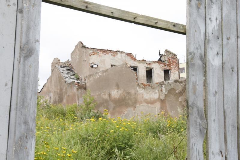 Prieš apleistus pastatus Klaipėdoje – buldozeriais