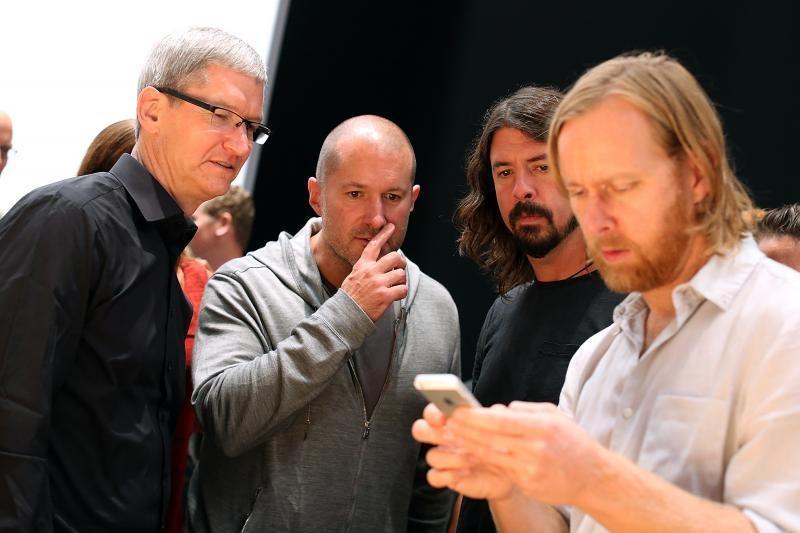 """""""Apple"""" pristatė ilgai lauktą """"iPhone 5"""""""