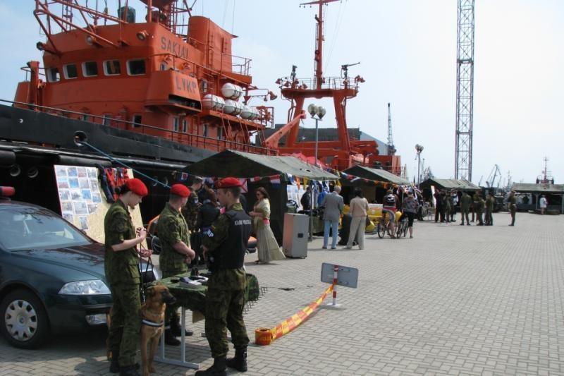 Klaipėdiečiams kariškiai demonstruos kovinę įrangą, ginklus