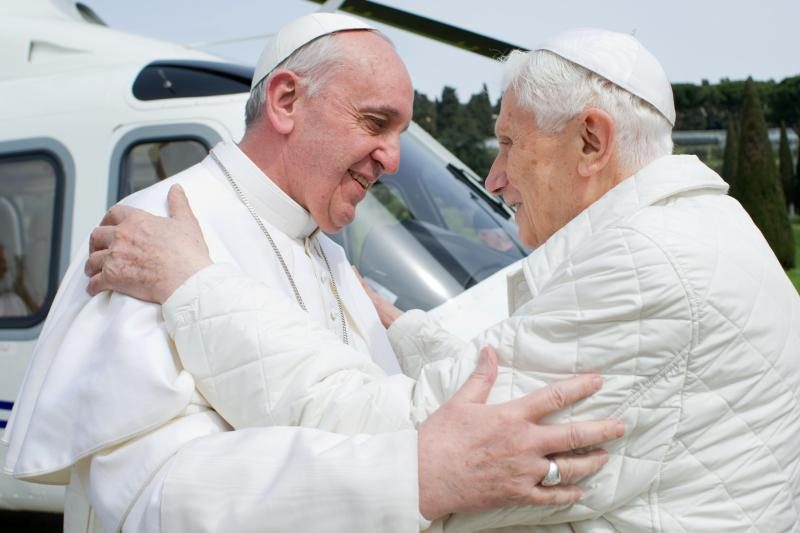 Popiežius Pranciškus atvyko aplankyti savo pirmtako Benedikto XVI