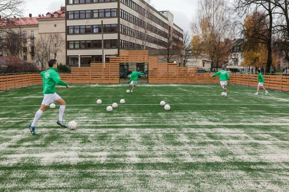 Prie Centro vidurinės mokyklos įrengta nauja universali sporto aikštelė