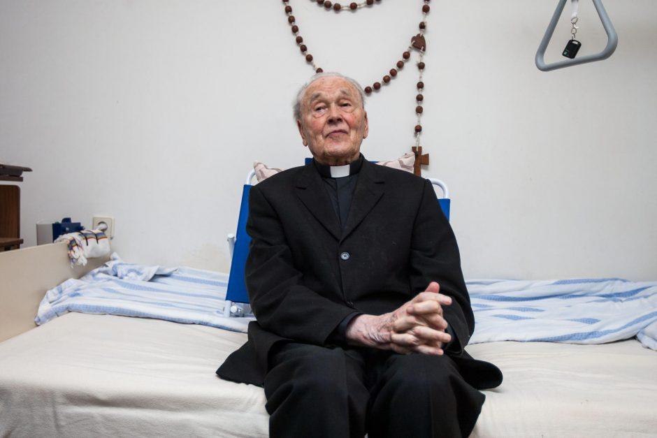 Šimtametis kunigas, gyvenantis dėl Dievo ir žmonių