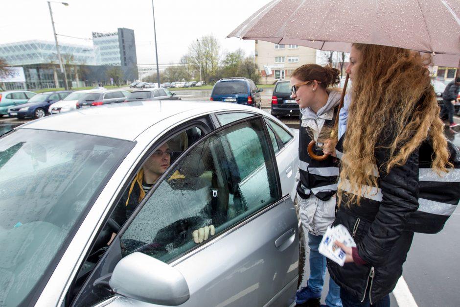 Pilietiškas jaunimas gėdino Kauno vairuotojus