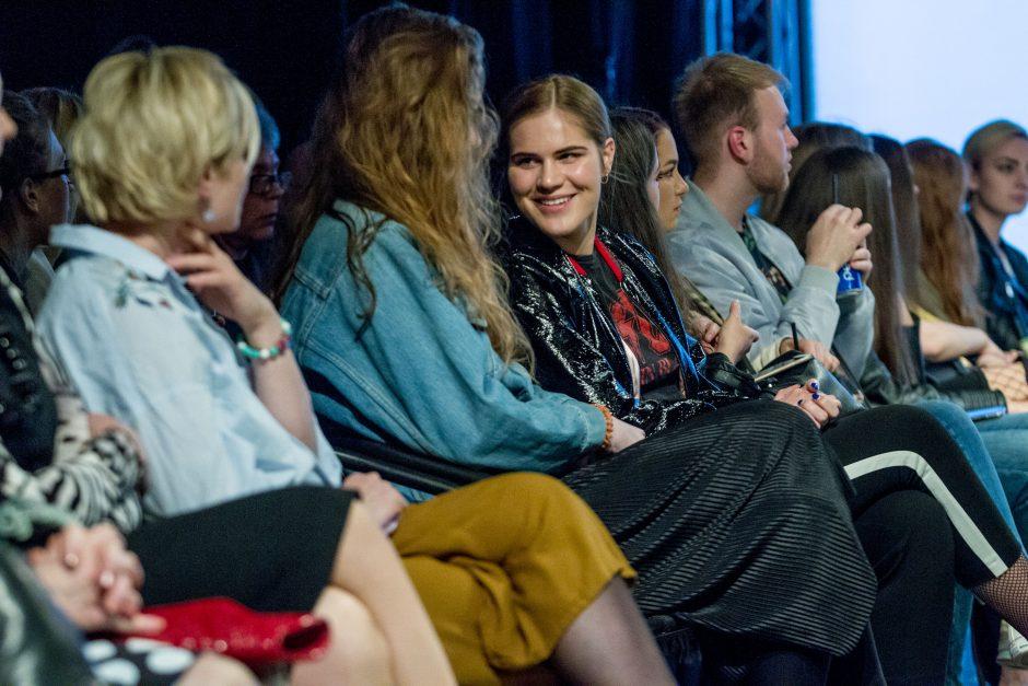 Jaunieji dizaineriai apkalbėjo mados naujoves