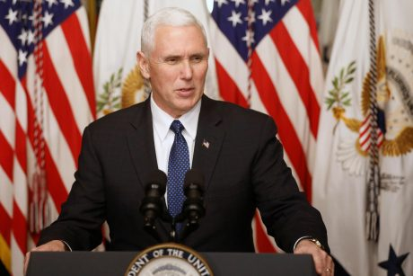 """M. Pence""""as: JAV nori per penkerius metus į Mėnulį nusiųsti savo astronautų"""