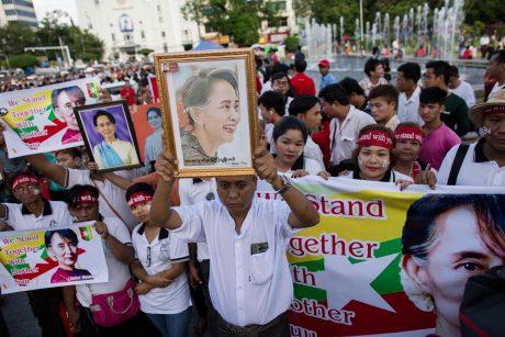Mianmare aptiktos dvi masinės hinduistų kapavietės