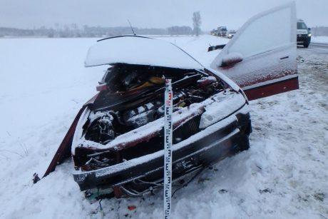 Naujos žinios apie kraupią avariją Kėdainių rajone: jauna vairuotoja bandė lenkti