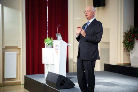 K. Schwabas: trūksta ne darbo vietų, o įgūdžių