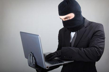 Internetiniai sukčiai Klaipėdoje apmovė jauną mamą