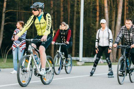 Dviratininkams takuose kelią pastoja ir mamos su vežimėliais, ir bėgikai