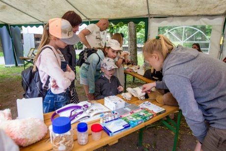 Gyvūnų prižiūrėtojo diena – su dovanomis zoologijos sodo gyventojams