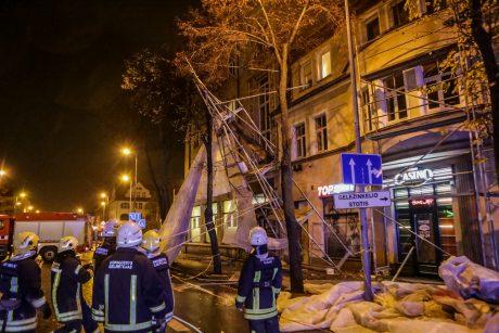 Klaipėdos centre pastoliai vos nenugriuvo ant centrinės gatvės