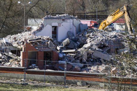 Iš buvusio Kelių policijos pastato liko statybinis laužas