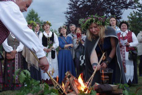 Šimtmečio Joninės Trakų rajone: padovanok žolynų vainiką Lietuvai