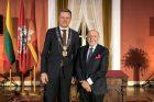 S. Bakui įteiktos Vilniaus garbės piliečio regalijos