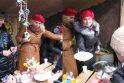 Neringos gimtadienyje – keptais paršeliais nukrauti stalai