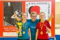 J.Prūsienės (viduryje) treniruojamos sesės dvynės K. ir E.Riliškytės jau skina pergales suaugusiųjų varžybose.